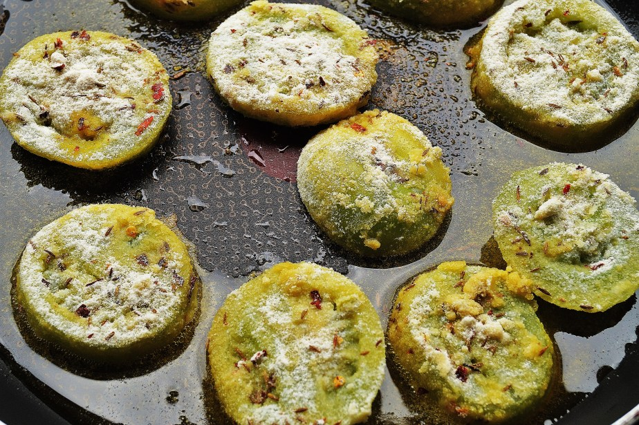 Frying green tomatoes