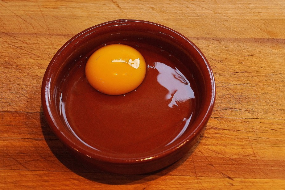 Prepare the egg for poaching